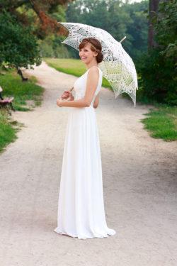 romantischer Brautschirm aus Spitze bietet Schutz vor der Sonne