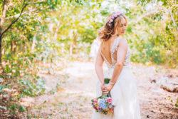 detailreiches Vintage Brautkleid für große Größen in der Rückenansicht