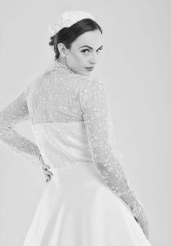 kurzes Brautkleid im angesagten 50er Jahre Stil