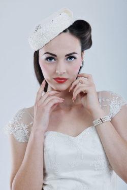 kurzes Brautkleid im Rockabilly Stil der 60er Jahre