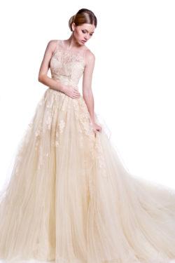 Brautkleid mit Spitzenapplikationen und Tüll