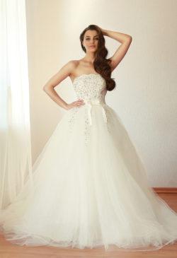 aufwendig verziertes Prinzessin-Kleid