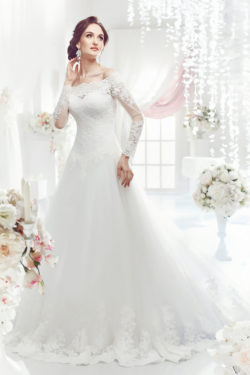 Brautmode mit Carmen-Ausschnitt