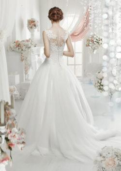 Brautkleid mit Spitzenrücken