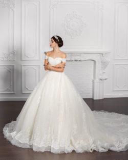 imposantes Prinzessinnenkleid mit Carmen-Ausschnitt