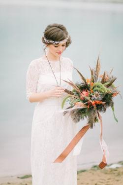 elegante Braut mit Bouquet