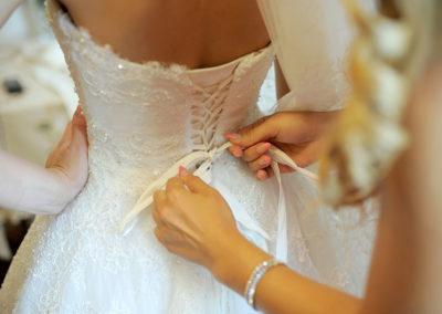 günstige Brautmode Dortmund bietet Ihnen auch verspielte und feminine Kleider