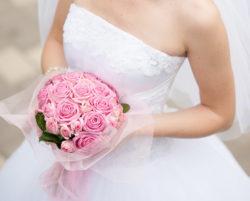 pinkfarbener Brautstrauß aus Rosen
