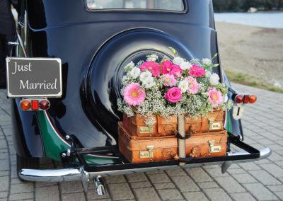 just married im Hochzeitsauto
