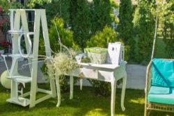 Hochzeitsdekoration aus Holz sorgt für das richtige Ambiente