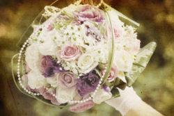 Brautstrauß in weiß, flieder und lila