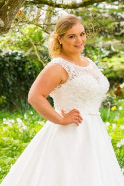 Brautkleid-hochgeschlossen-mit-Tüll-und-Spitze