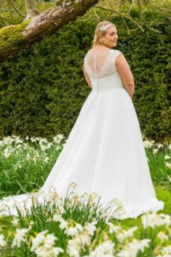 Brautkleid-mit-Schleppe