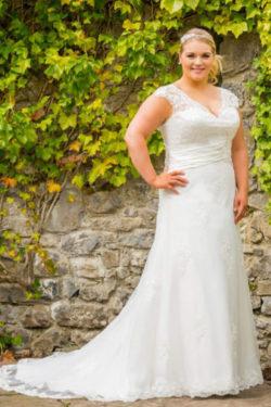 Brautkleid-mit-Taillenbetonung